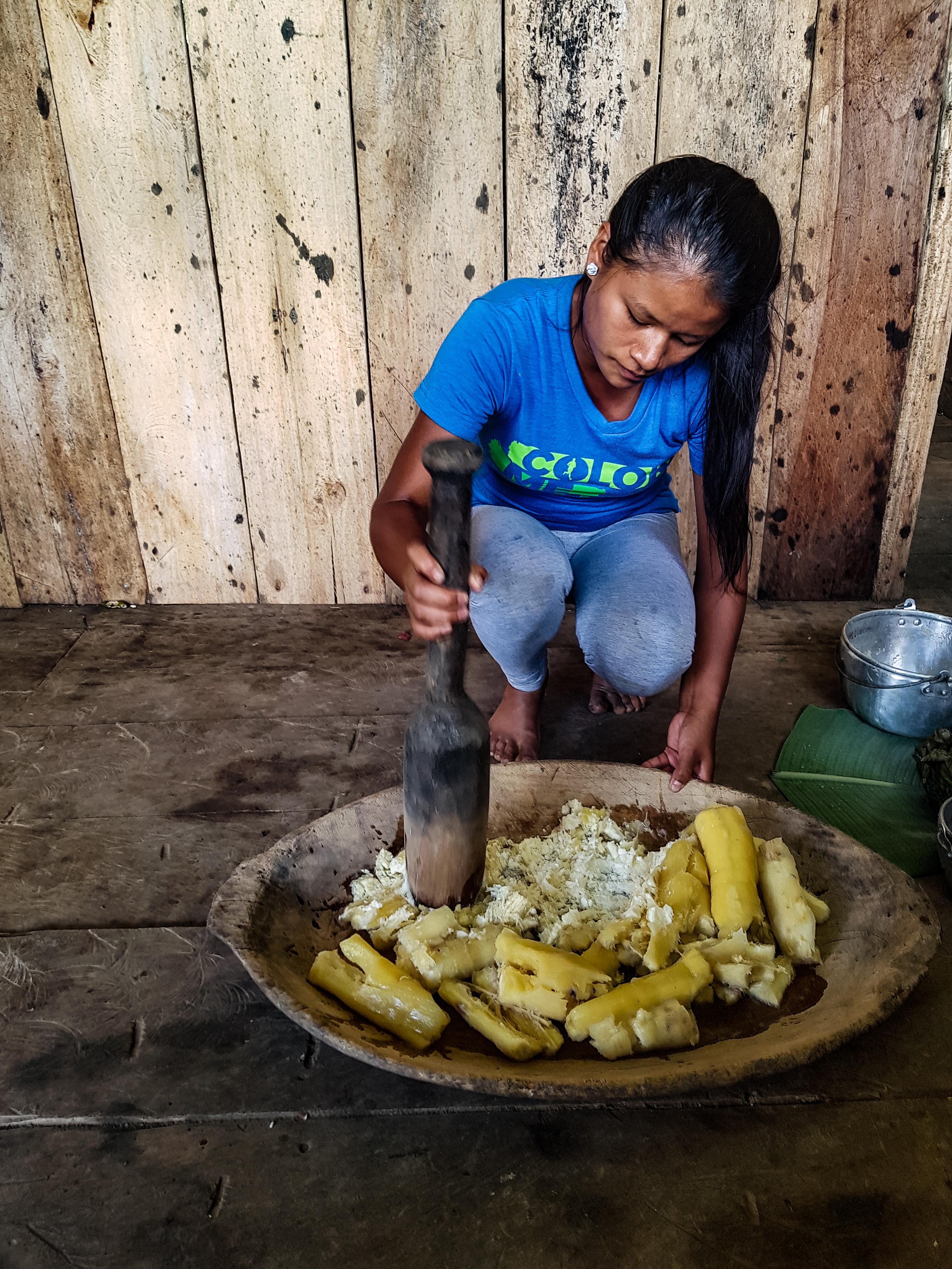 Tradičná príprava Ekvádorského piva, alebo nápoju s názvom Chica