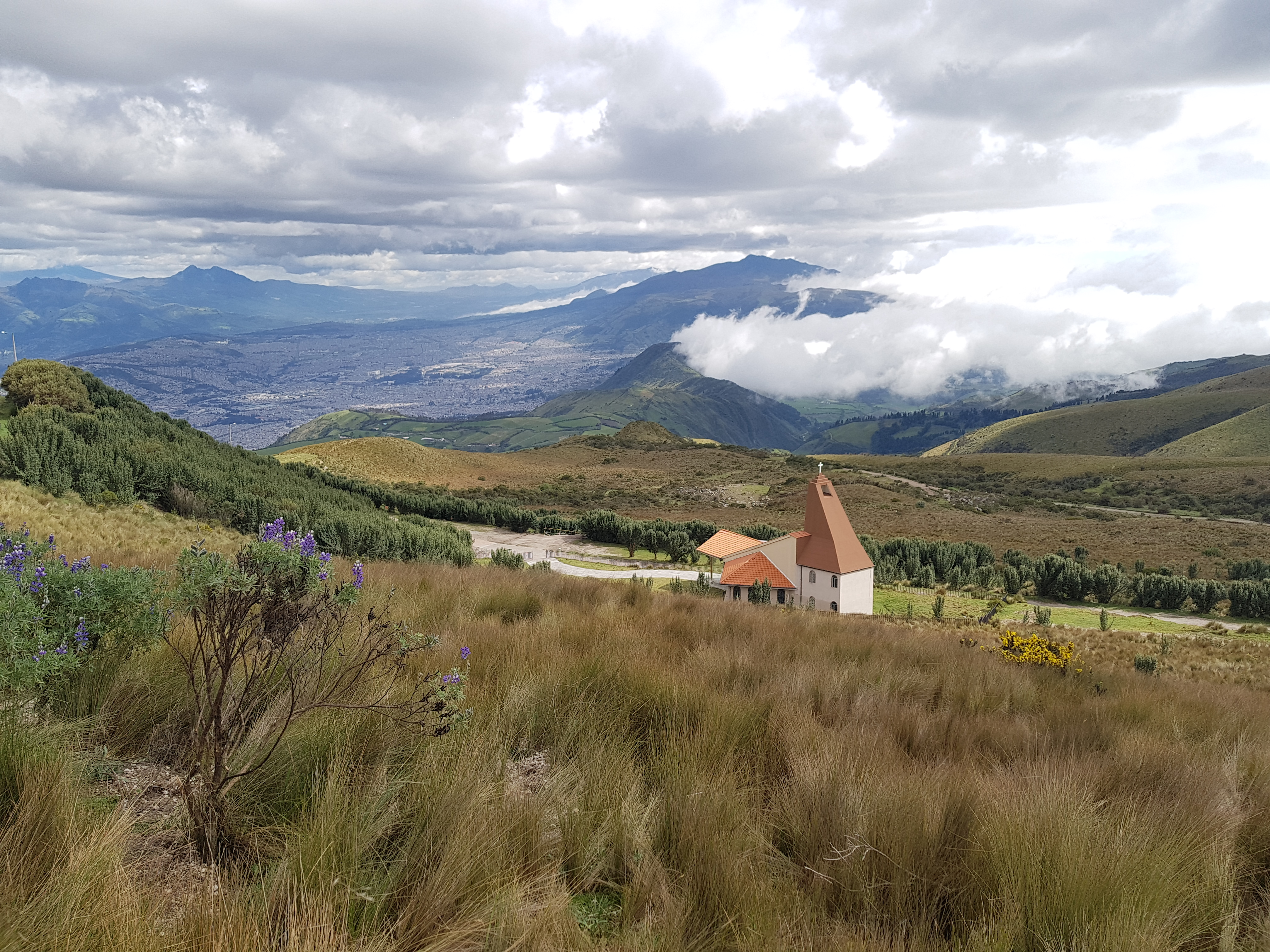 Na vrchole Teleferico, vyhlad na Quito z 5000 metrov nad morom.